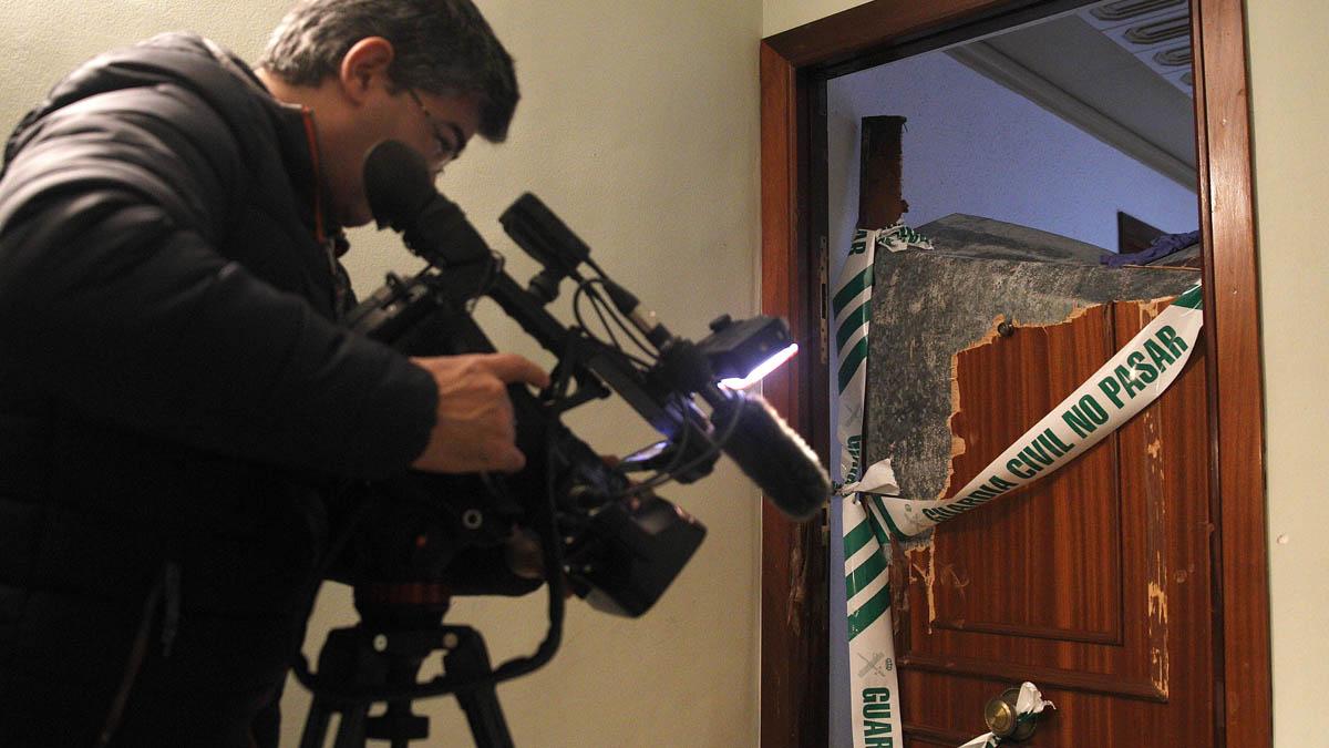 La Guardia Civil tuvo que romper la puerta para entrar en la casa (Foto: EFE)