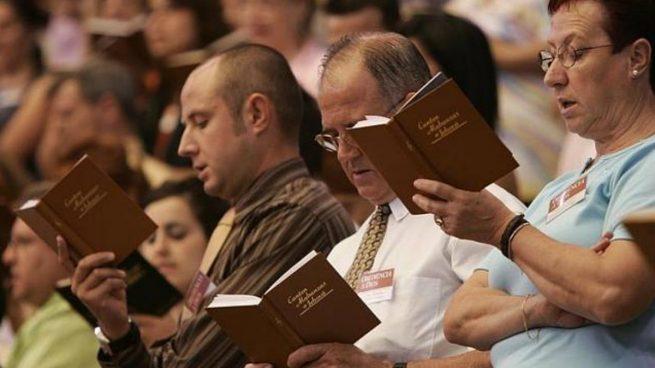 """Ex miembros de los Testigos de Jehová acusan a la organización de ocultar a la ley """"miles"""" de casos de abusos sexuales a menores"""
