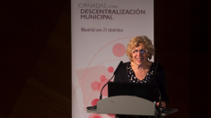 Manuela Carmena, alcaldesa de Madrid, en unas jornadas sobre descentralización. (Foto: Madrid)