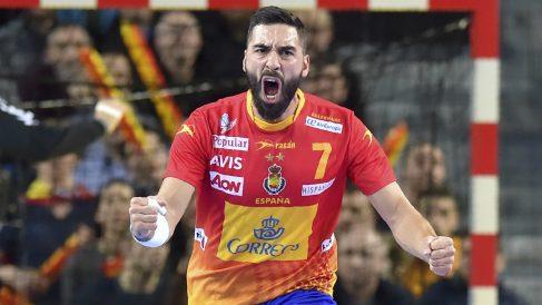 Valero Rivero celebra un tanto ante Macedonia en el Mundial Balonmano 2017
