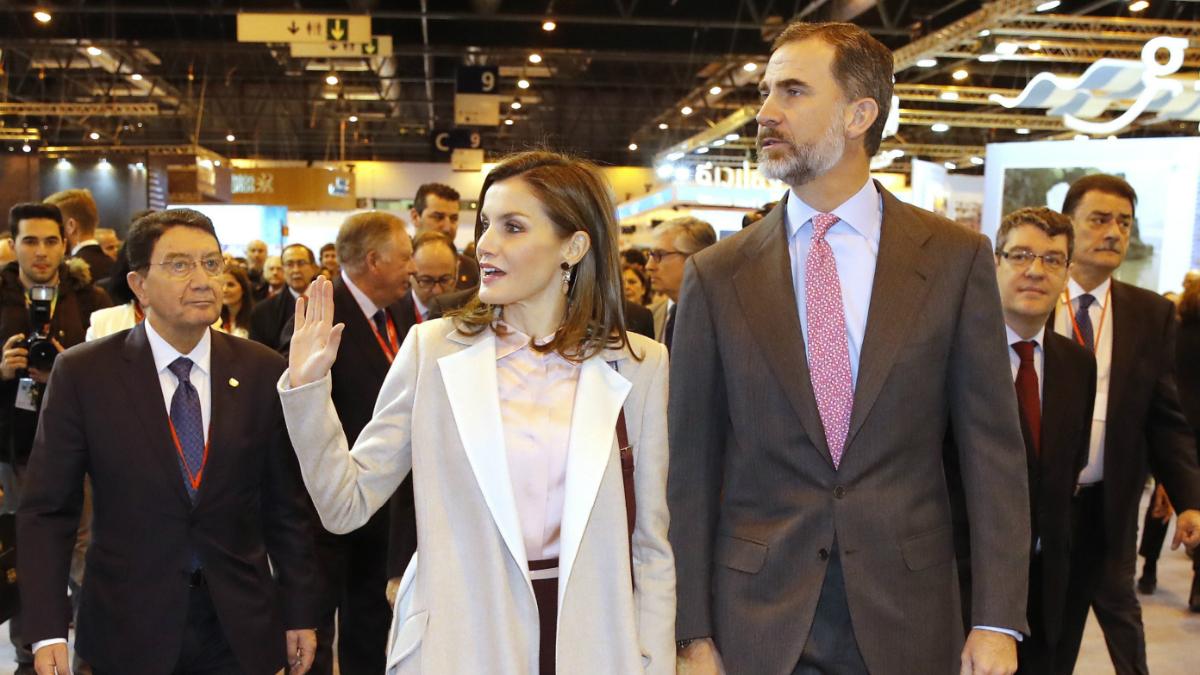 Los Reyes Felipe y Letizia, durante la inauguración de la trigésimo Fitur 2017 (Foto: EFE).