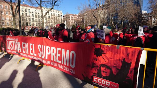 Los trabajadores afirman que Coca-Cola no paga el 20% del sueldo a los readmitidos tras el ERE