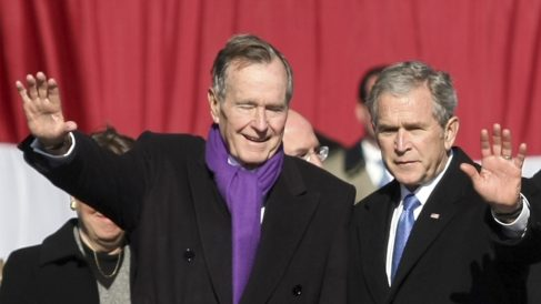 George Bush padre e hijo. (Foto: AFP)