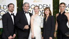 El equipo actoral de la película con la directora Maren Ade, en la gala de los Globos de Oro de 2017. Foto: AFP