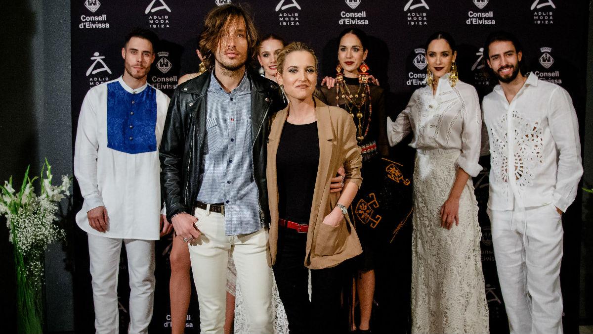 La actriz Ana Fernández acudió a la presentación de ADLIB acompañada de su pareja, el cantante Adrián Roma.