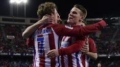 Griezmann y Gameiro celebran uno de los goles del Atlético ante Eibar. (AFP)