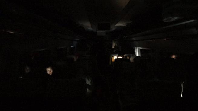 Renfe deja tirados más de 6 horas sin luz, agua y comida a cientos de pasajeros en Almansa