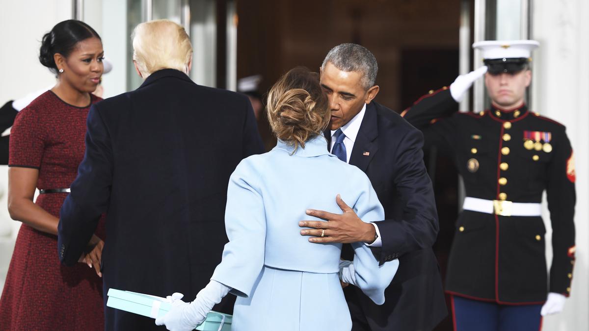 Los Obama reciben en la Casa Blanca al matrimonio Trump. (Foto: AFP)