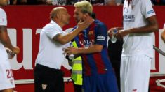 Sampaoli y Messi se abrazan antes del Sevilla-Barcelona. (Reuters)