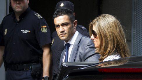 Sergio Ríos junto a Rosalía Iglesias (Foto: AFP)