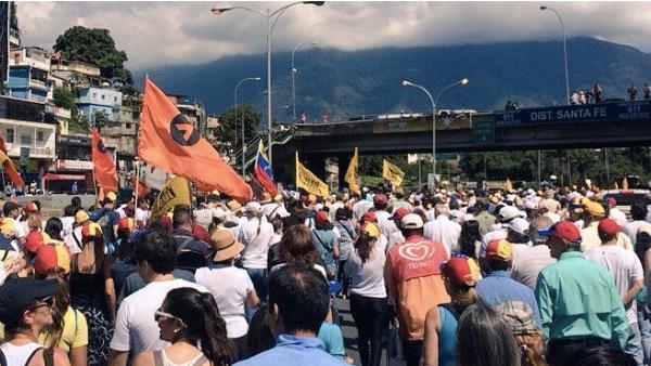 La oposición venezolana vuelve a tomar las calles contra Maduro. (TW)