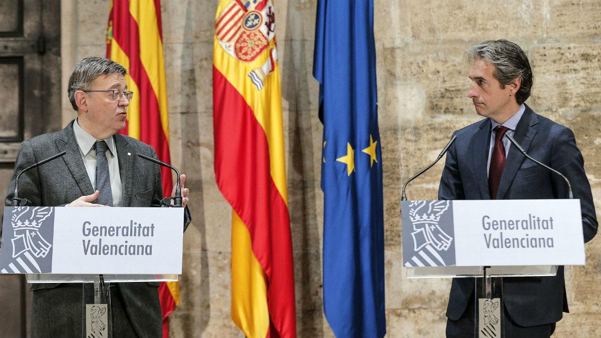 El presidente de la Generalitat Valenciana, Ximo Puig, junto al ministro de Fomento, Íñigo de la Serna. (EFE)
