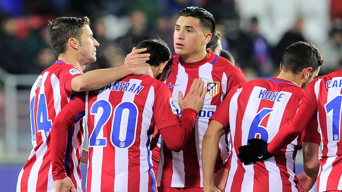 Los jugadores del Atlético celebran el tanto de Juanfran