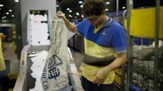 Empleado de Correos en las instalaciones de la empresa (Foto: Getty)