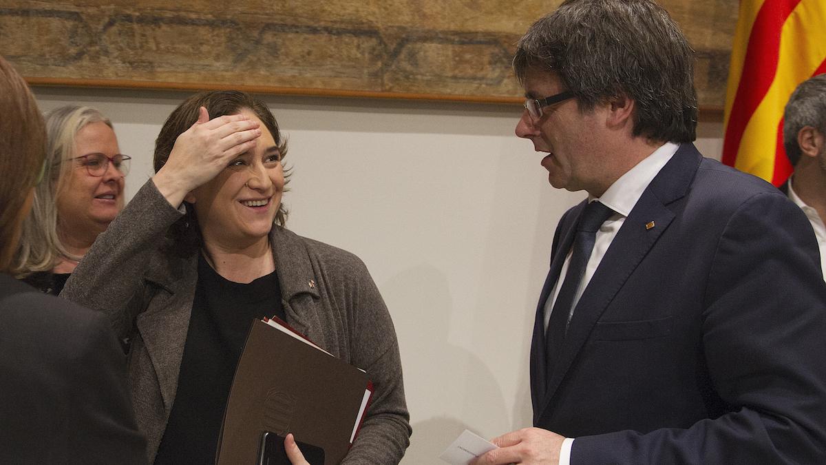 Ada Colau y Carles Puigdemont (Foto: Efe).