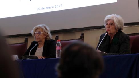 La exjueza Carmena con la socialista Paca Sauquillo, presidenta del Comisionado de Memoria Histórica. (Foto: Madrid)