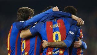 Los jugadores del Barcelona, celebrando el gol de Denis Suárez.
