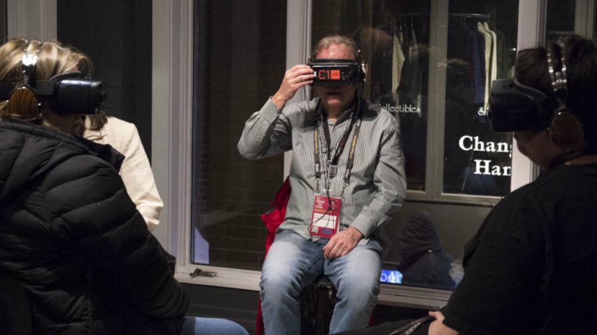 La proyección de la película de al Gore 'Melting Ice', grabada en realidad virtual para una experiencia 360º. Foto: AFP