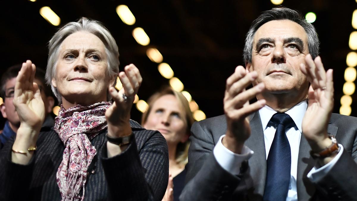 Pénélope y François Fillon. (Foto: AFP)