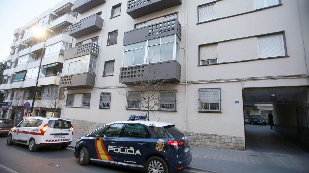 Vivienda en Alicante donde falleció el matrimonio y su hija menor (Foto: EFE)