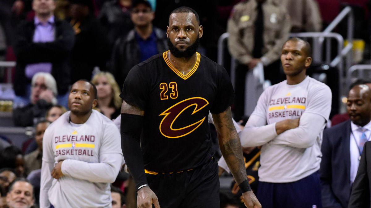 LeBron James, en un partido con los Cavaliers. (AFP)