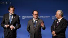 Mariano Rajoy, François Hollande y Antonio Costa, en la cumbre de Lisboa de países mediterráneos. (AFP)
