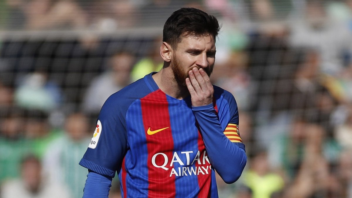 Leo Messi se lamenta durante el Betis vs FC Barcelona