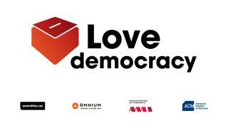 'Love democracy', nuevo lema independentista para el exterior.