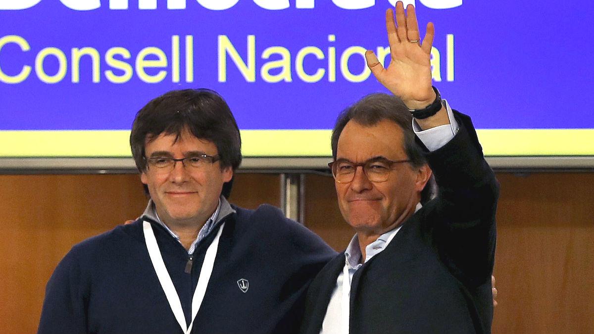 Carles Puigdemont y Artur Mas. (Foto: EFE)