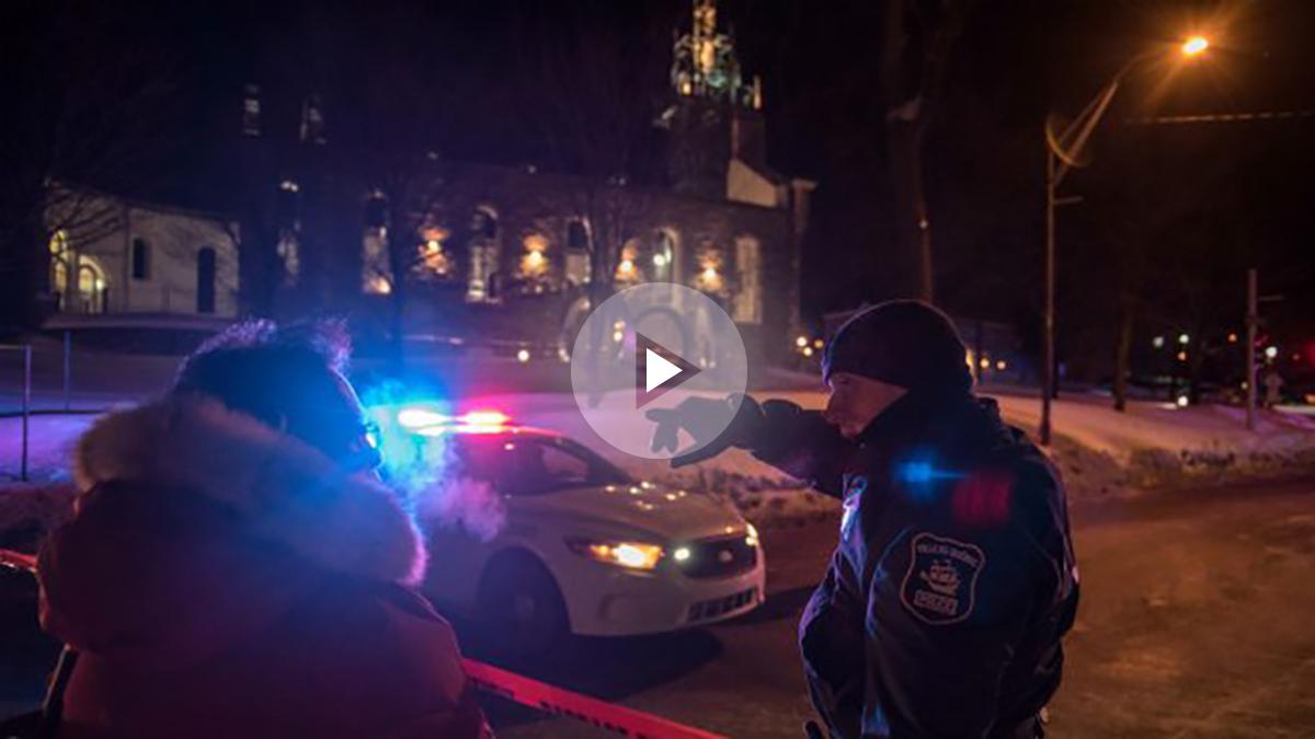 La policía de Quebec, ante la mezquita donde se ha producido el atentado. (AFP)