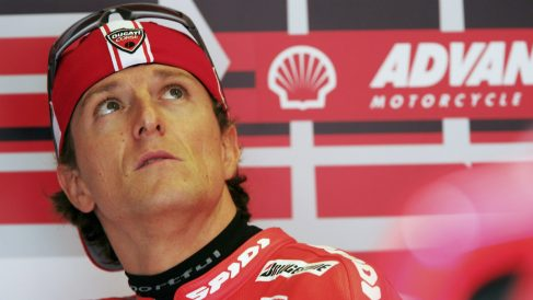 Sete Gibernau, en el box de Ducati. (Getty)