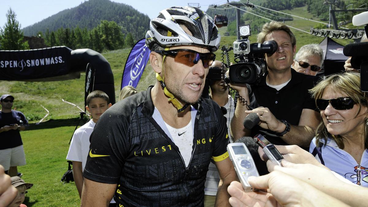 Lance Armstrong, en una carrera de mountain bike. (Getty)