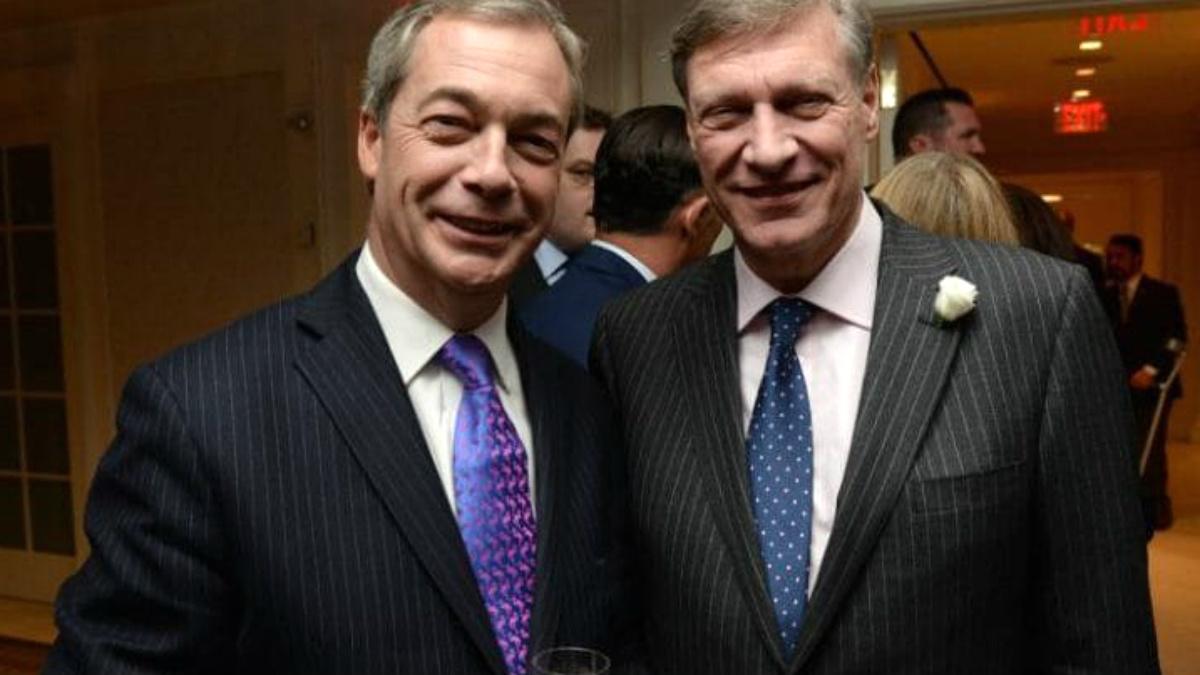 Nigel Farage (izqda.) recomendó el nombre de Ted Malloch a Trump como embajador ante la UE.