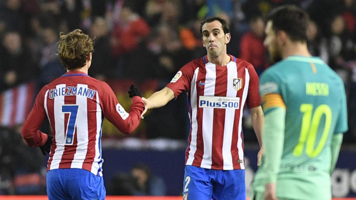 Griezmann y Godín, tras el gol del Atlético.