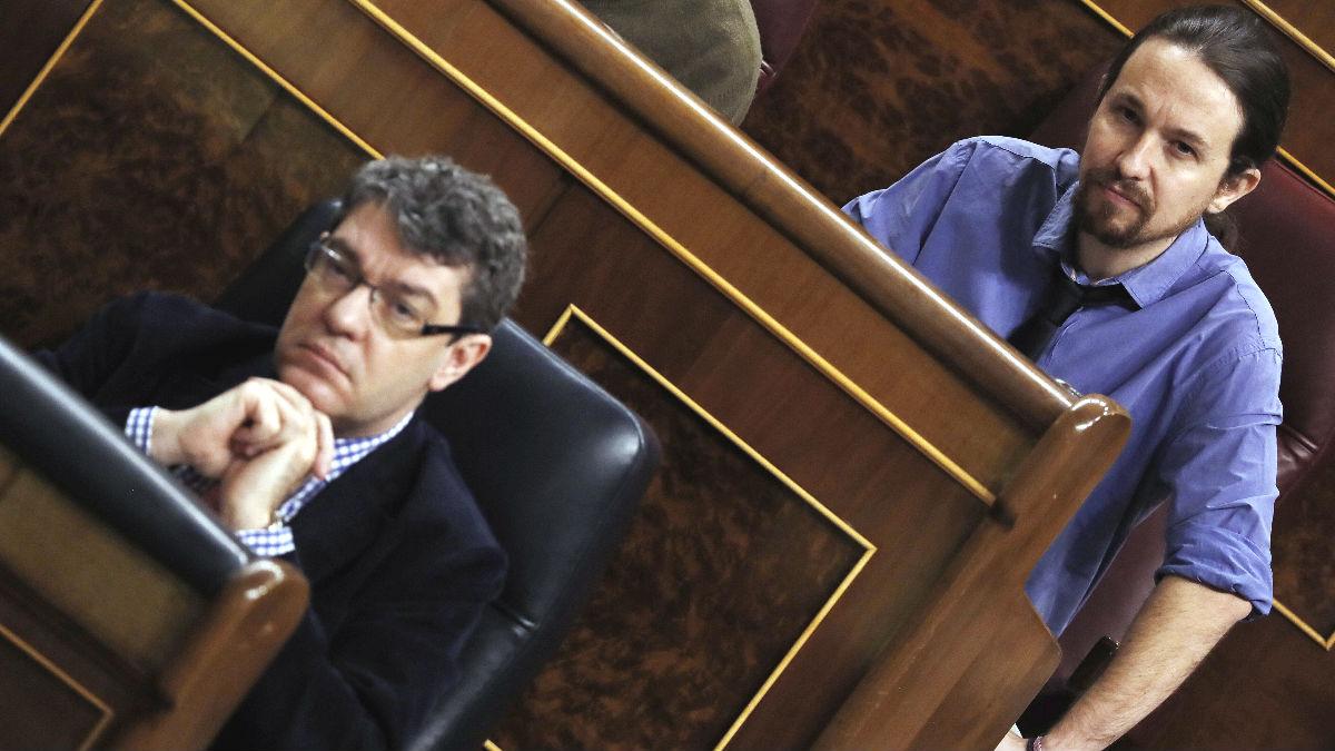 El ministro de Energía, Turismo y Agenda Digital, Álvaro Nadal (abajo), y el líder de Podemos, Pablo Iglesias (arriba) (Foto: Efe)