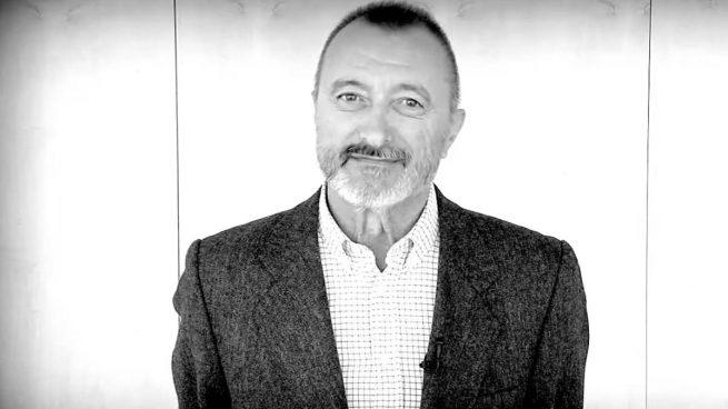 Pérez Reverte llama «analfabetos y faltos de comprensión lectora» a los diputados de En Marea