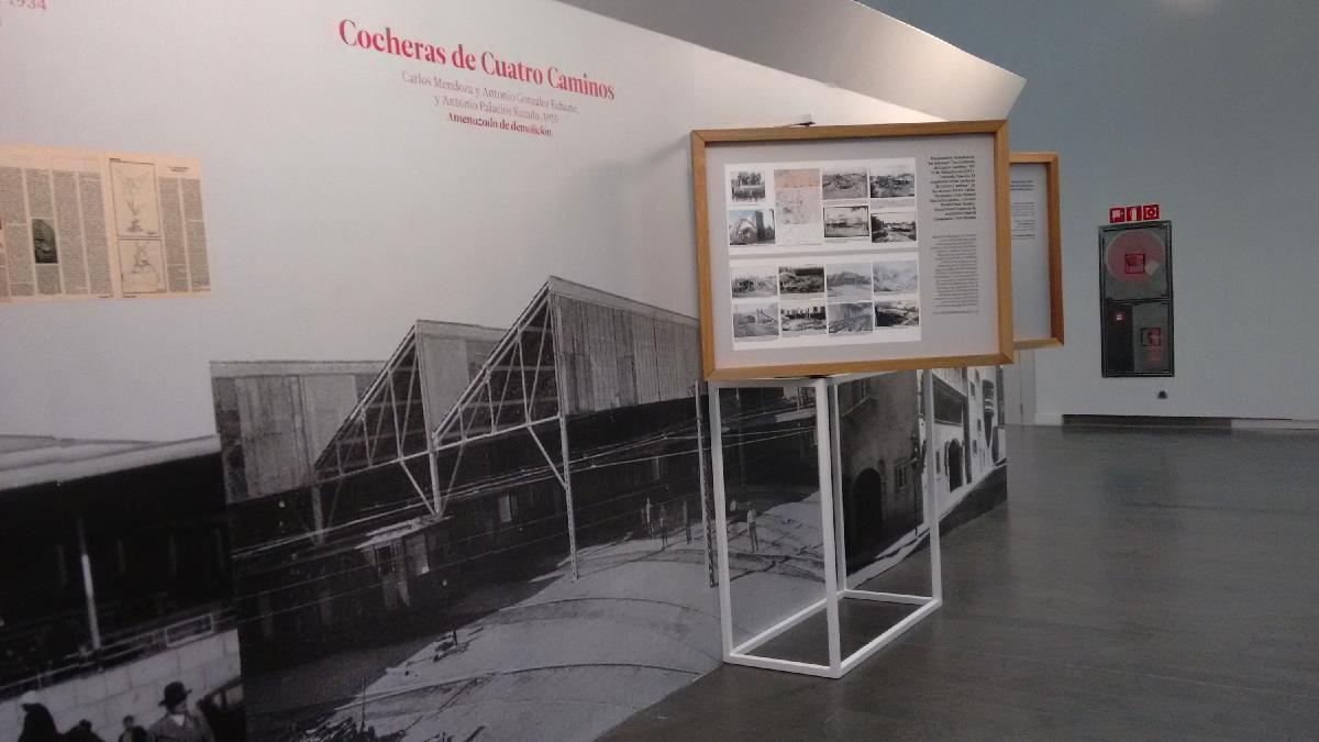 Exposición 'Ciudad Decisiva' en CentroCentro con las Cocheras de Cuatro Caminos. (Foto: OKDIARIO)