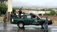 Policías afganos vigilando en una zona de Kabul (Foto: AFP).