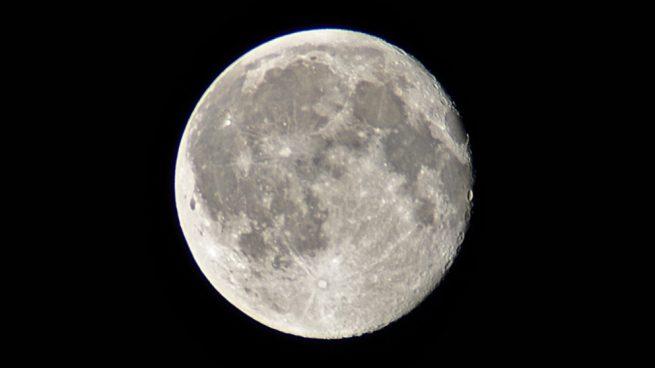 interior de la Luna