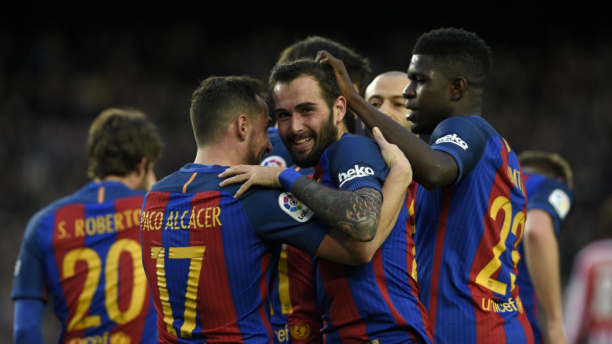 Los jugadores del Barcelona celebran el gol de Aleix Vidal. (Getty)