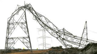 Una torre de alta tensión caída en la provincia de Pontevedra (Foto: Efe).
