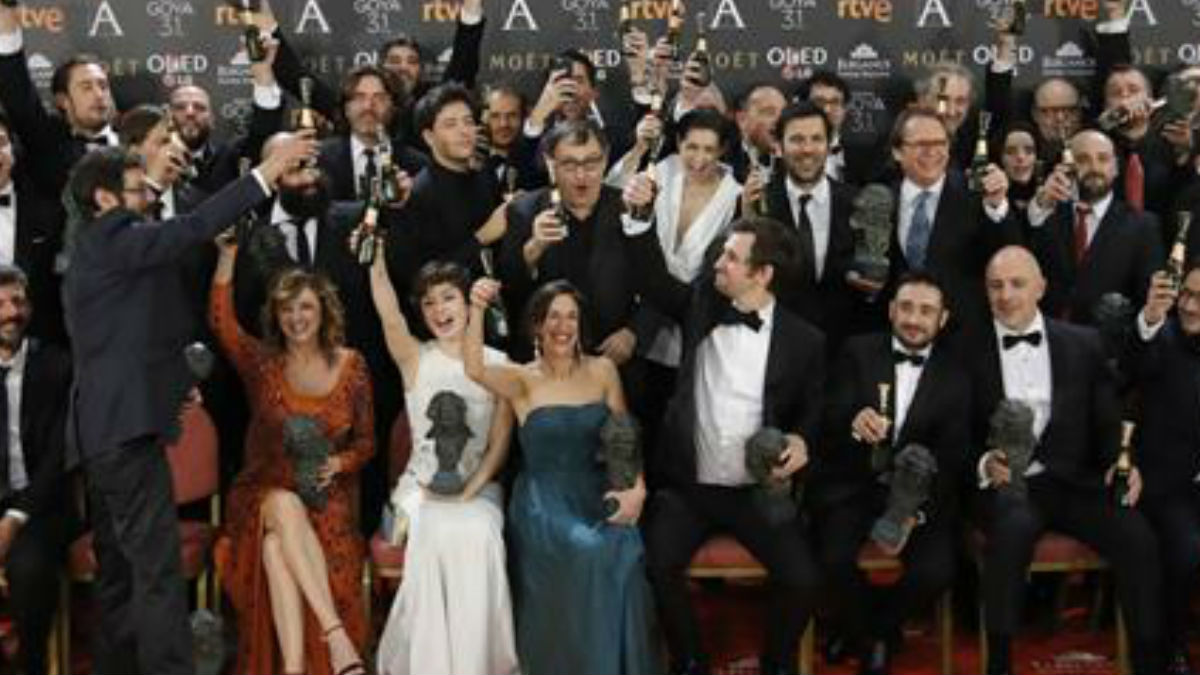 Foto de familia de la XXXI edición de los Premios Goya. (Foto: EFE)