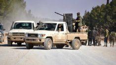 Milicianos del Ejército Libre de Siria (ELS), en las inmediaciones de la ciudad de Al Bab.