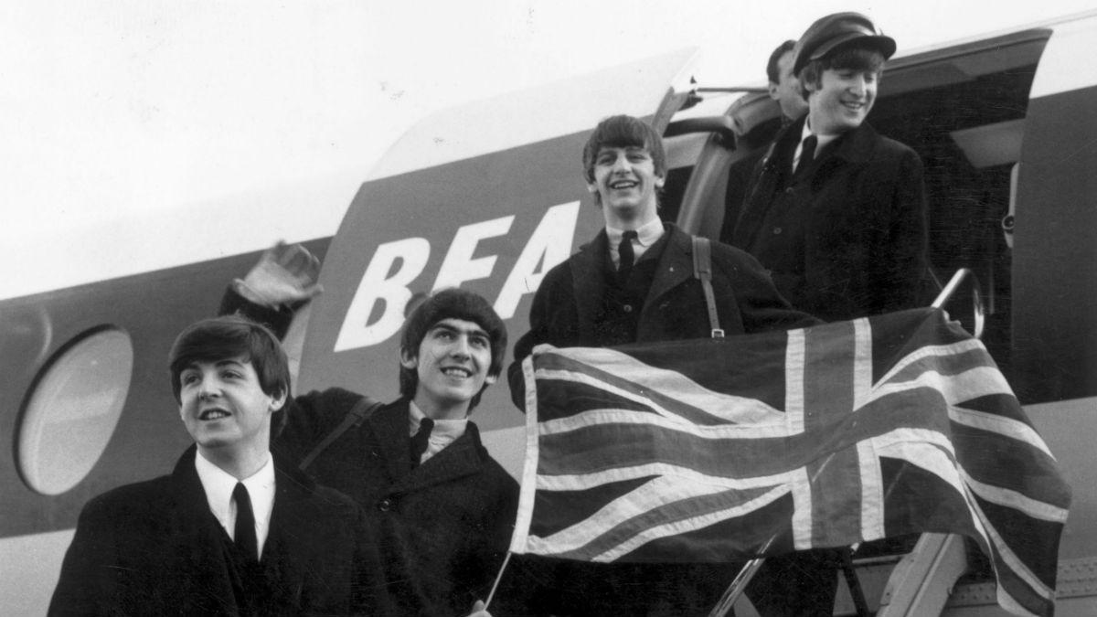 Los Beatles aterrizan en Londres tras una de sus giras (Foto: GETTY/ISTOCK).