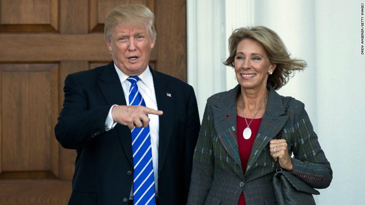 Betsy DeVos, secretaria de Educación de Donald Trump.