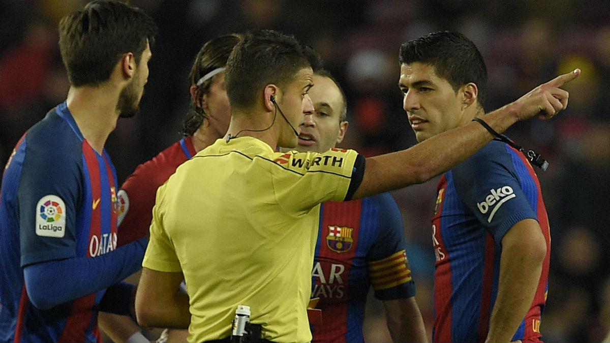 Luis Suárez fue expulsado por Gil Manzano. (AFP)