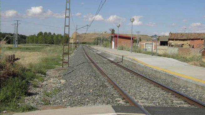 Mueren dos jóvenes al ser arrollados por un tren en un paso a nivel en Palencia