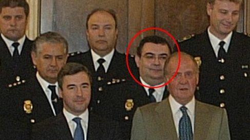 El comisario Enrique García Castaño junto a su Majestad y otros mandos de Interior en una recepción tras el 11-M. (Foto: OKDIARIO)