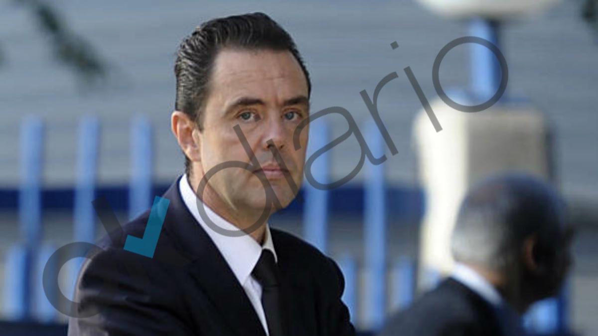 Miguel Ángel López, durante el entierro de Vicente Sala. (RAFA MOLINA/alicanteplaza)