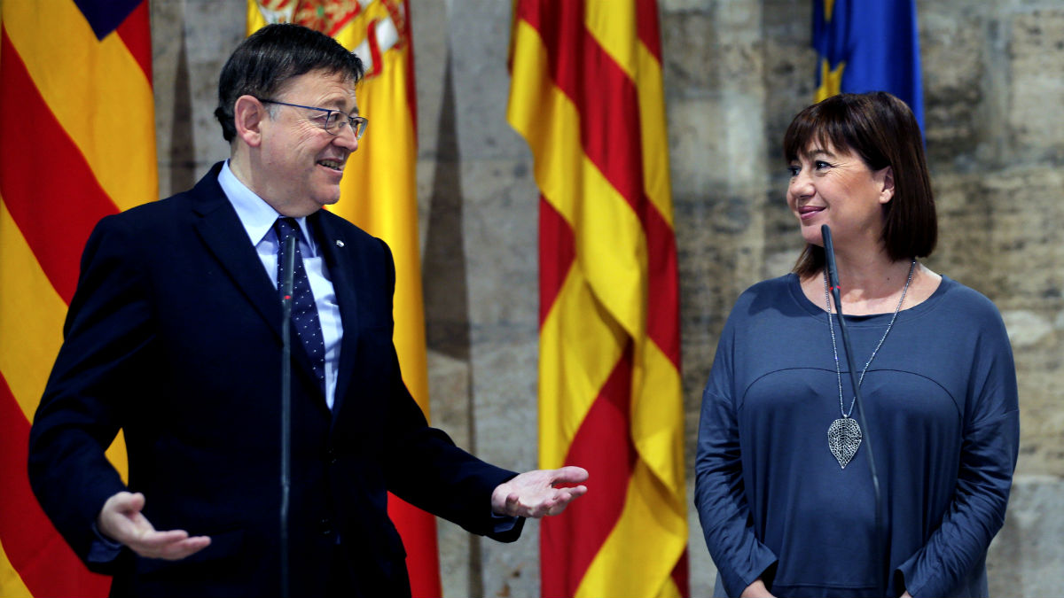 Los presidentes de Valencia y Baleares, Francina Armengol y Ximo Puig (Foto: EFE).
